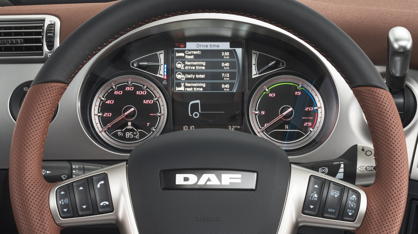 32-2017-New-DAF-CF-Exclusive-Line-Interior