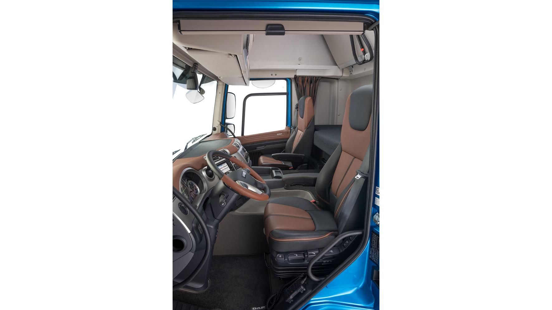 33-2017-New-DAF-CF-Exclusive-Line-Interior
