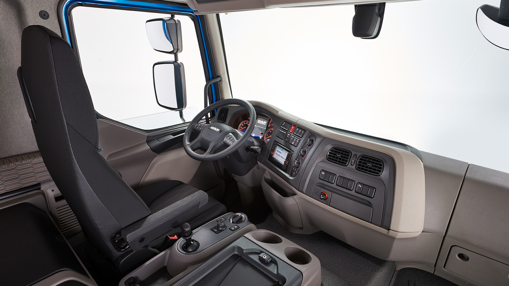DAF-Introduces-New-LF-Interior-New-DAF-LF-04